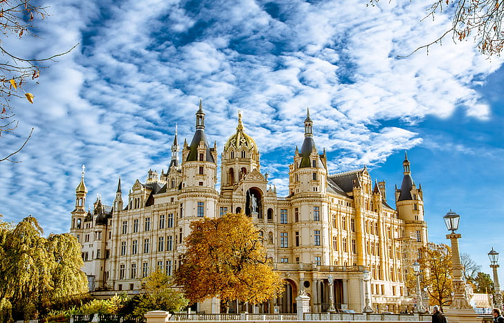 worlds-most-beautiful-building-schwerin-castle